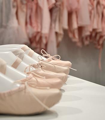 Stort udvalg af balletsko og ballettøj til børn og voksne